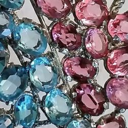 Glass stones in vintage brooch eroseco erosevintage