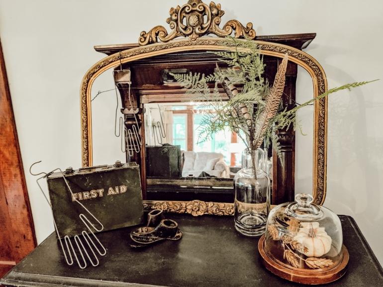 farmhouse, neutral decor, simple decor, vintage, military, cobler, fern, fleamarket decor