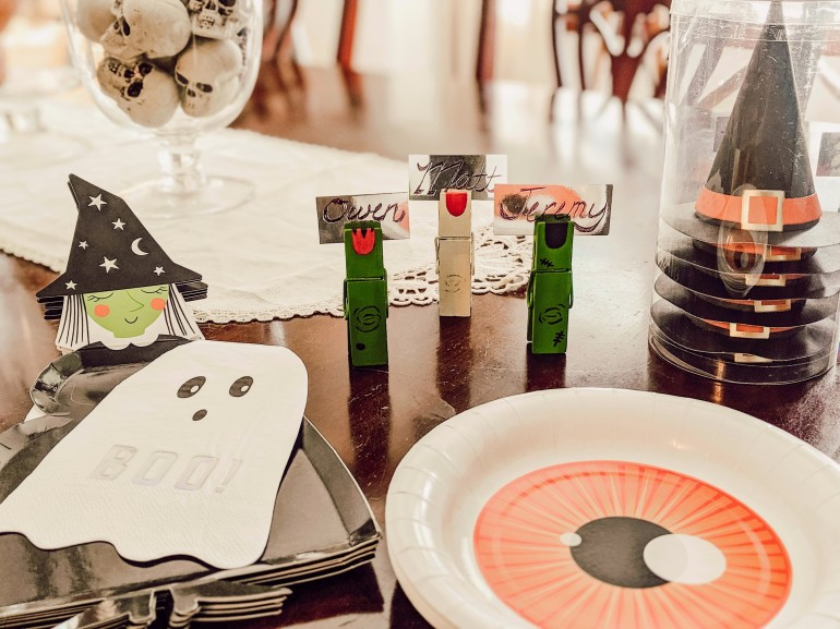 halloween party, watch hats, eyeball, plates, boo, ghost, placecard, place card, diy, monster, clothespin